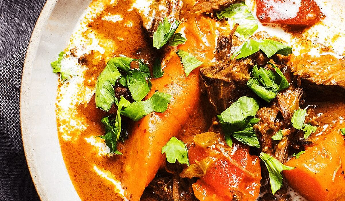 Spicy Beef Stew with Carrots and Tomatoes_Hero