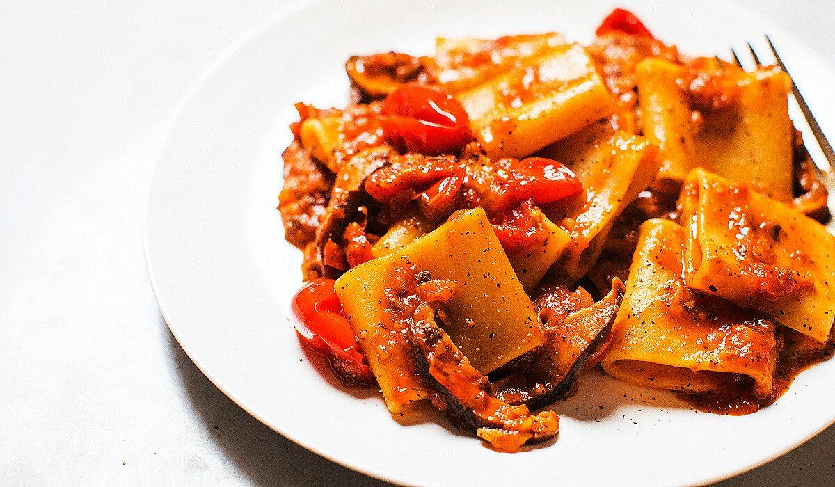 Easy Mushroom Ragù with Tomatoes and Pasta_Hero