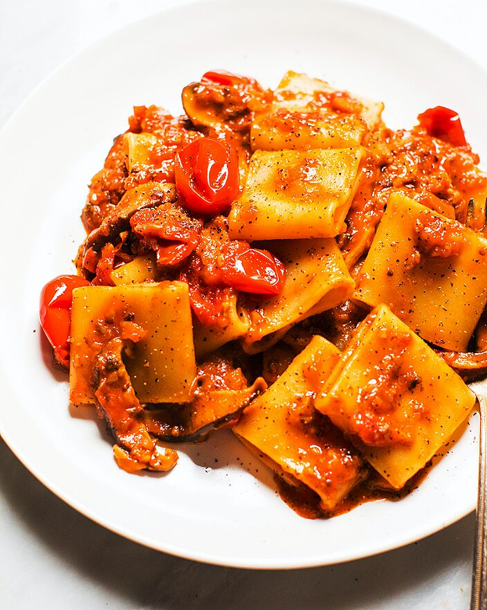 Easy Mushroom Ragù with Tomatoes and Pasta_MidPage – 1