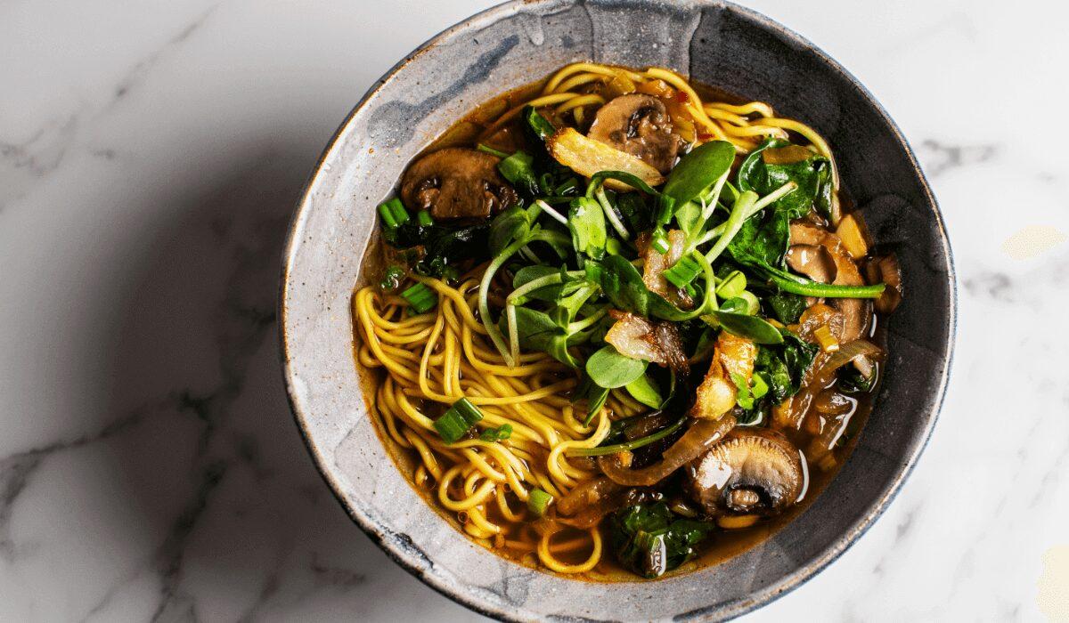 Easy Vegan Mushroom Noodle Soup_Hero