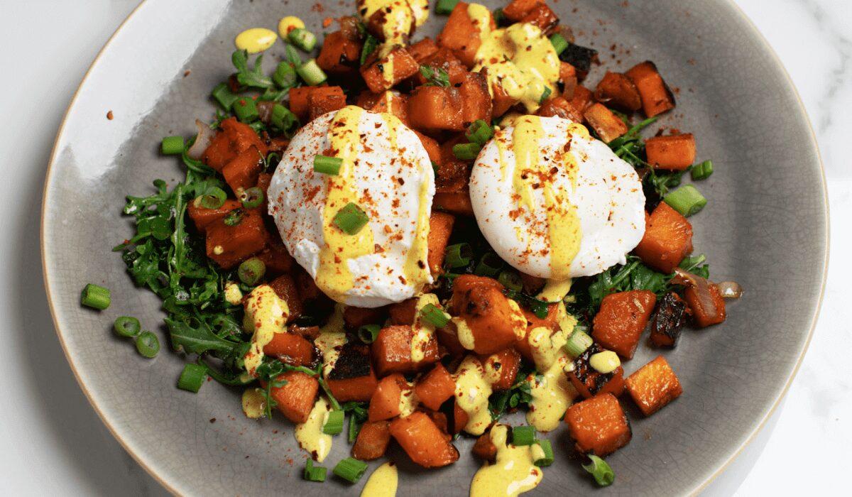 Breakfast Bowl with Turmeric Yogurt Sauce_Hero