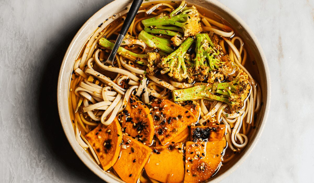 Easy Vegetable Udon Noodle Soup_Hero