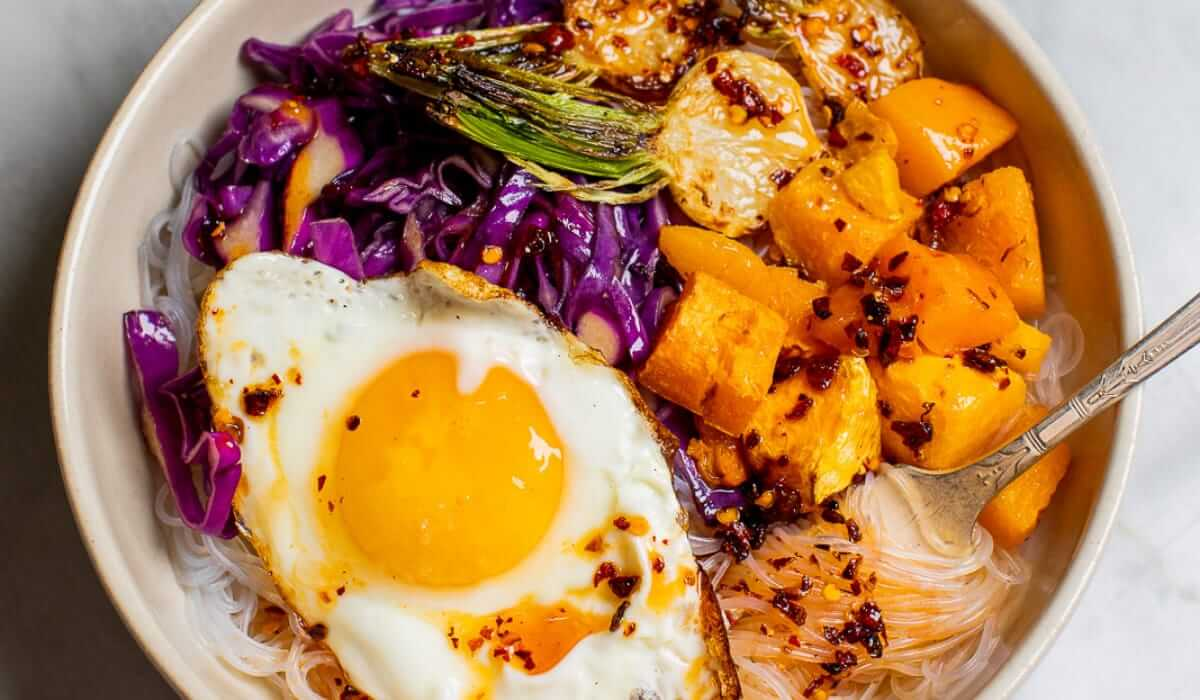 Sweet and Spicy Vegetarian Noodle Bowl_Hero
