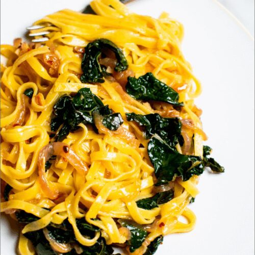 Caramelized Onion Pasta with Kale_MidPage