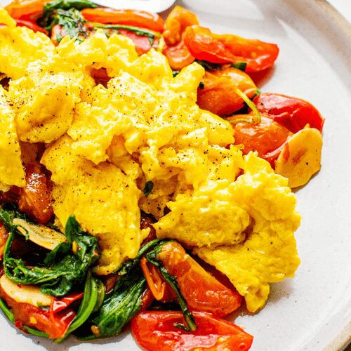 Scrambled Eggs with Arugula and Tomatoes_MidPage