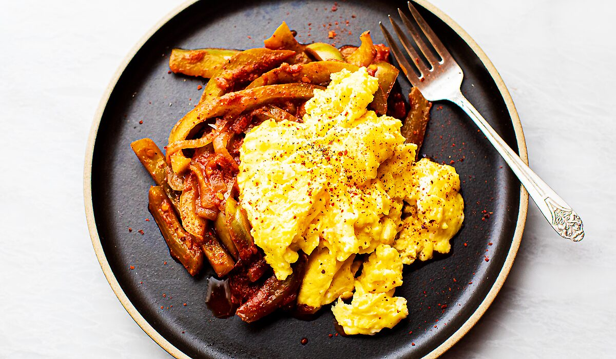Scrambled Eggs with Stewed Peppers_Hero
