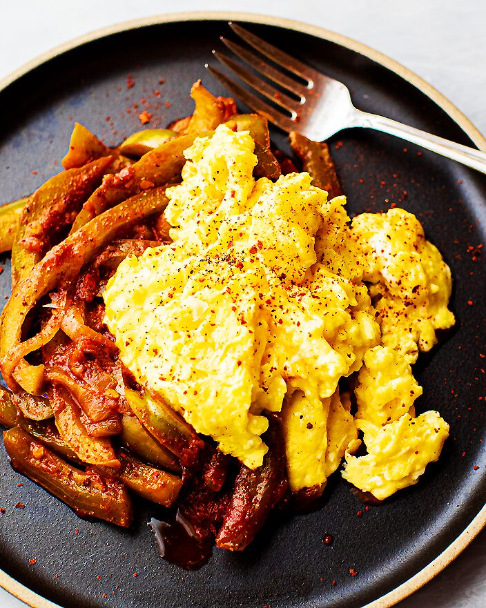Scrambled Eggs with Stewed Peppers_MidPage