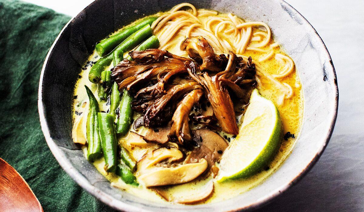 Vegan Coconut Curry Soba with Mushrooms_Hero