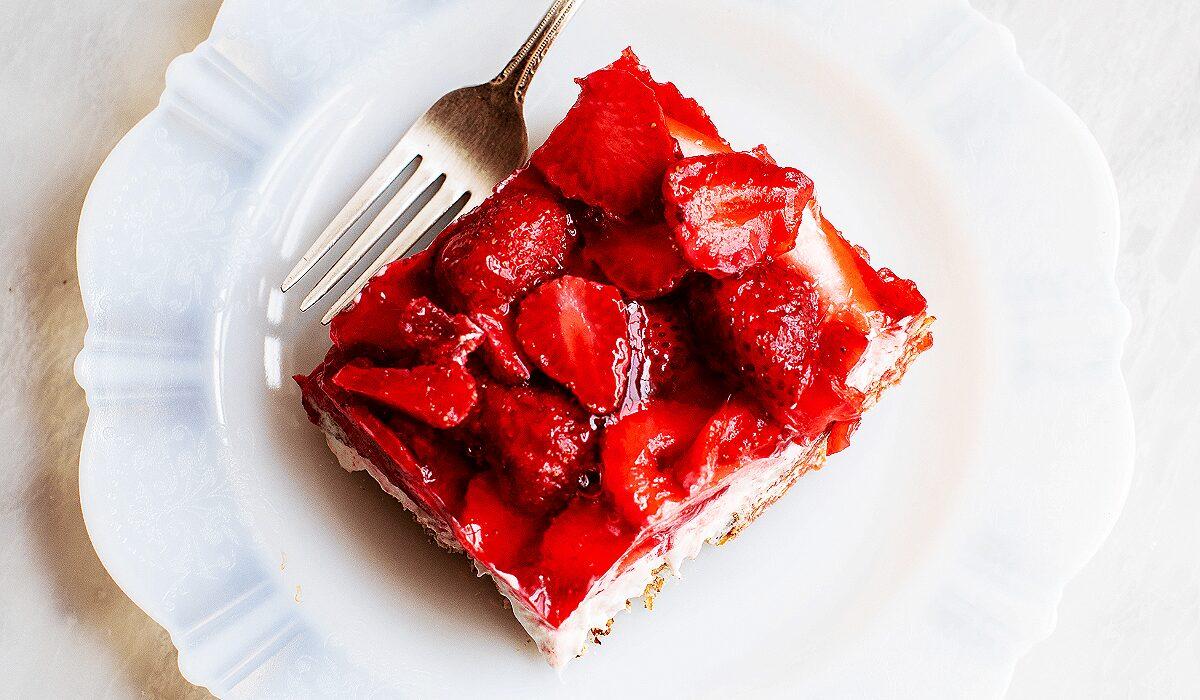 Strawberry Pretzel Salad_Hero