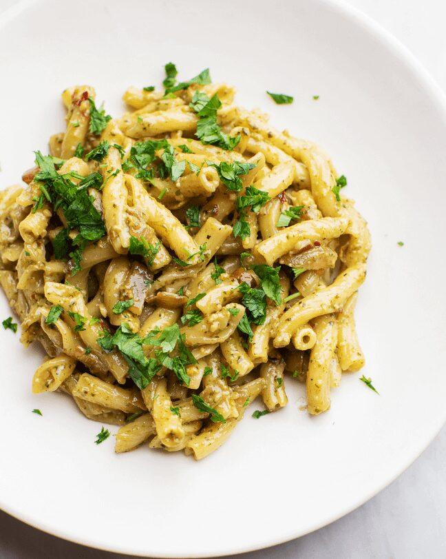 Creamy Pesto Pasta with Caramelized Onions_MidPage