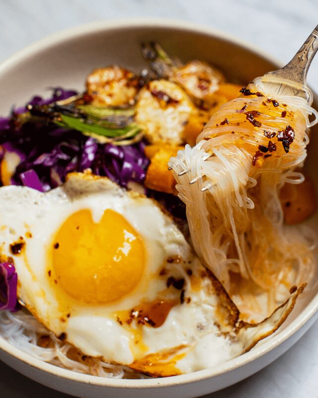 Sweet and Spicy Vegetarian Noodle Bowl_MidPage